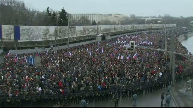 Zeci de mii de oameni au iesit in strada la Moscova in memoria lui Boris Nemtov.