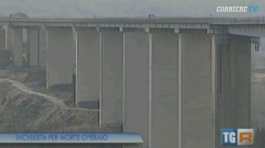 Grav accident de munca in Italia. Un roman a murit dupa ce a cazut cu buldozerul de pe un viaduct in curs de demolare