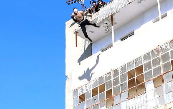 Imagini tulburatoare. Ce pedeapsa i-au aplicat teroristii din Statul Islamic unui barbat banuit ca era homosexual
