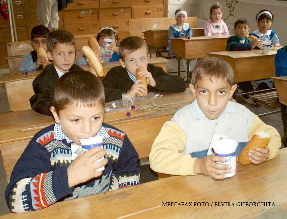 Scolile unde de anul acesta NU se mai distribuie cornul si laptele. Ce ar putea primi in schimb elevii, la valoarea de 7 lei