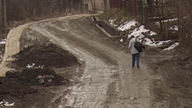 Orasul Breaza, transformat intr-o uriasa groapa de noroi, din cauza lucrarilor la reteaua de apa. Scuzele executantilor
