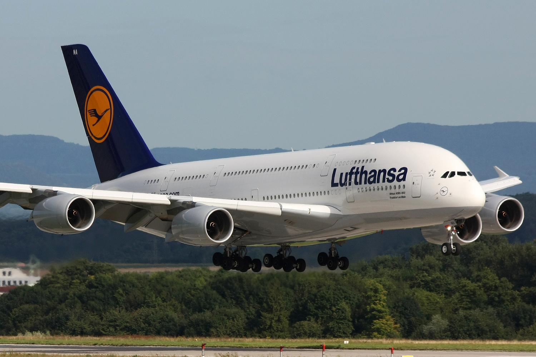 Lufthansa a anulat 750 de curse programate miercuri, din cauza unei greve a pilotilor. 80.000 de pasageri sunt afectati