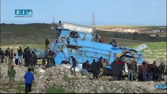 Echipajul unui elicopter al regimului sirian, capturat de rebelii islamisti. Unul dintre prizonieri a fost ucis