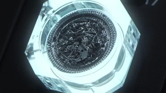 Premiera la targul de ceasuri din Elvetia.
