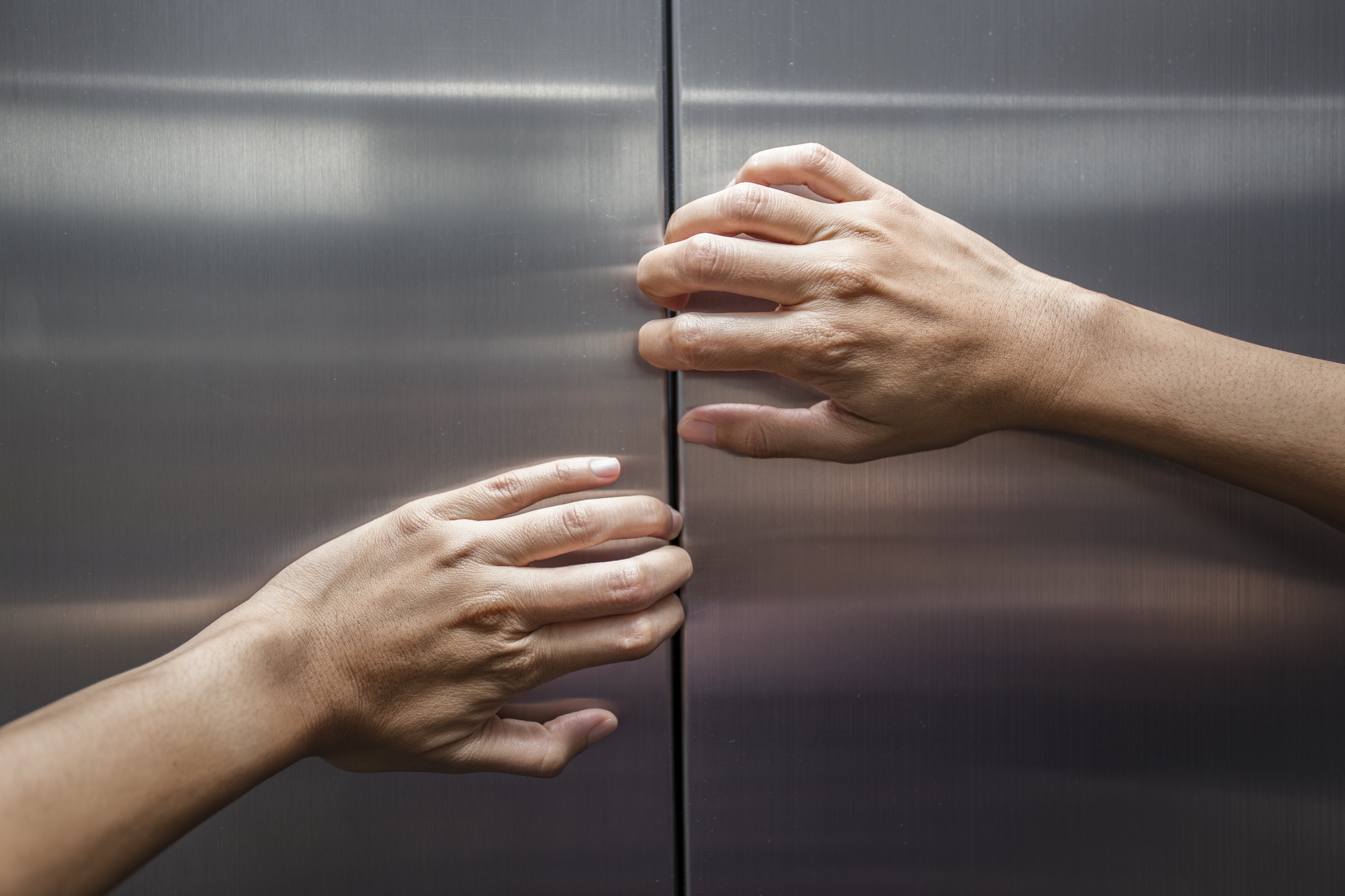 Cadavrul unei femei, descoperit dupa 30 de zile intr-un lift, in China. Care este misterul mortii ei