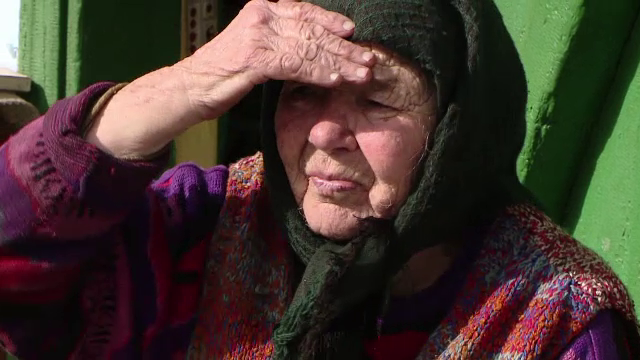 La 92 de ani, o batrana din Iasi a ramas fara economiile de o viata. Schema prin care doi hoti au inselat-o