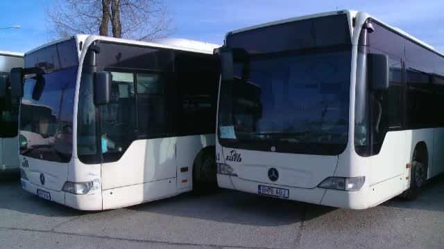 Un șofer RATB a închis ușile autobuzului peste un bebeluș în căruţ. Reacția companiei de transport