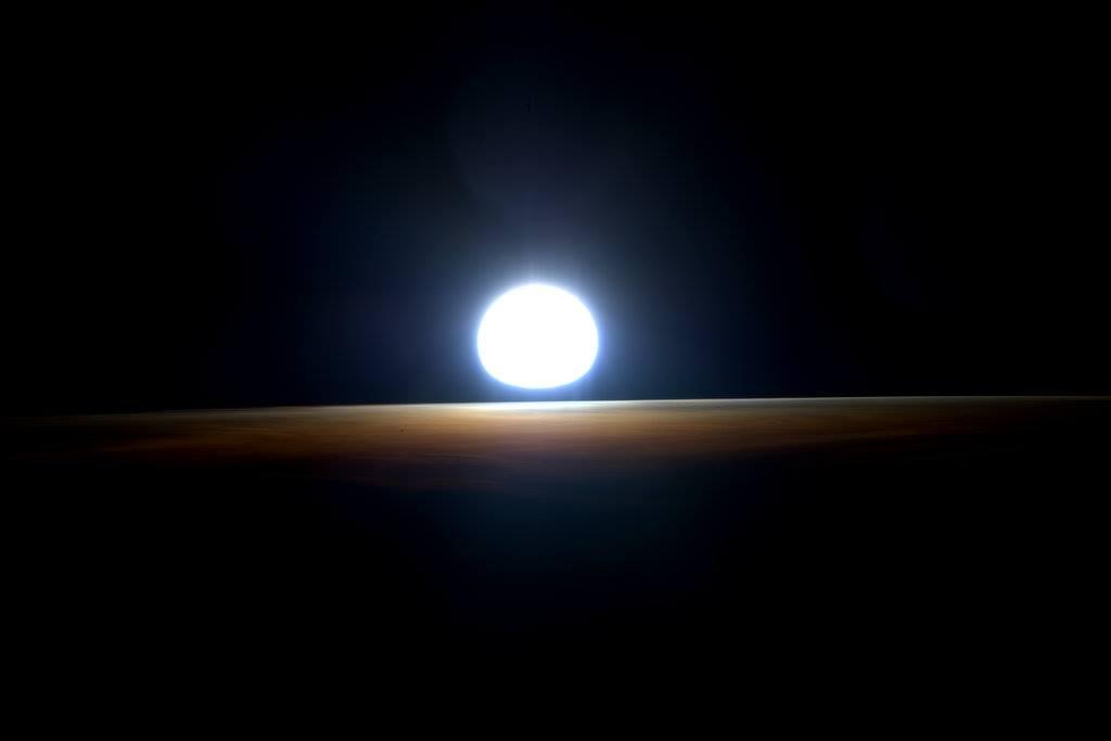 Ultimul rasarit vazut din spatiu. Imaginea senzationala publicata pe Facebook de astronautul Scott Kelly