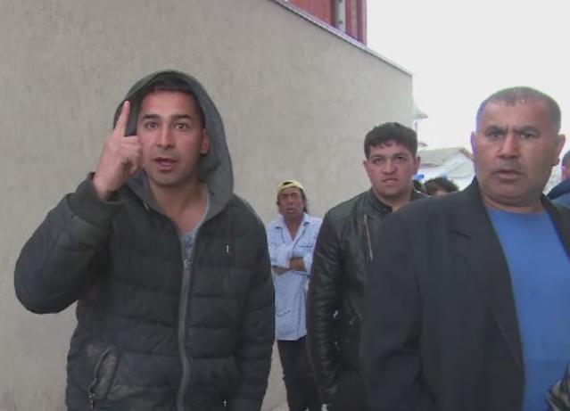 Barbat ranit de politisti in timpul unei descinderi cu scandal din Dambovita.