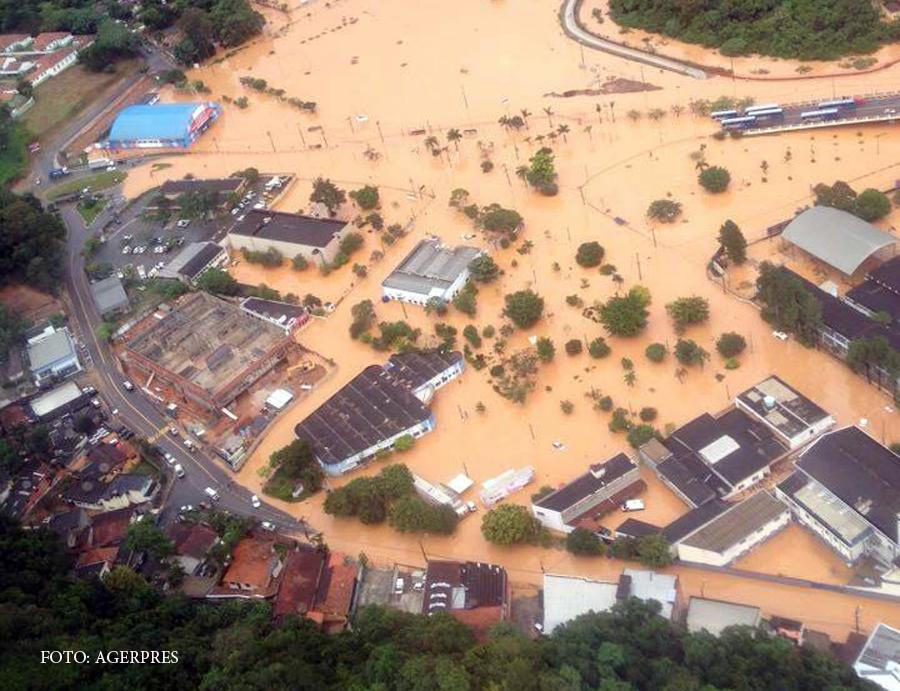 Inundatii catastrofale in Brazilia. Cartierele sarace din Sao Paolo au fost acoperite de viitura