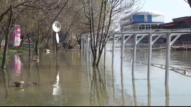 Cod Portocaliu de inundatii pe rauri din 10 judete, pana sambata la pranz. Zonele care vor fi afectate de viituri