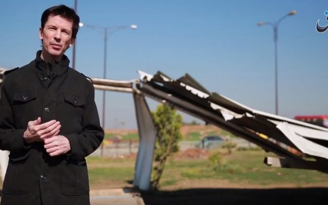 Statul Islamic a difuzat o noua inregistrare video cu jurnalistul britanic John Cantlie. Ce este pus sa faca ostaticul. VIDEO