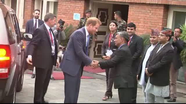 Printul Harry, in vizita in Nepal. Este primul membru al familiei regale britanice care viziteaza tara in ultimii 8 ani