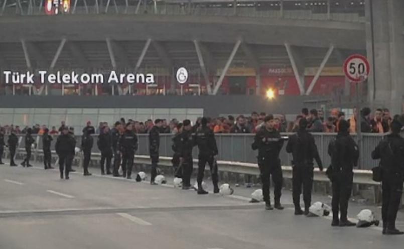 Meciul de fotbal dintre Galatasaray si Fenerbahce, anulat cu 2 ore inainte dupa o amenintare terorista
