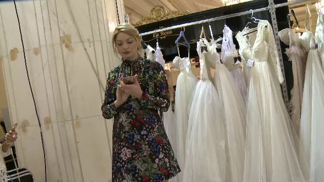 Valentina Pelinel a vorbit printre mirese despre numele de familie al copilului ei.