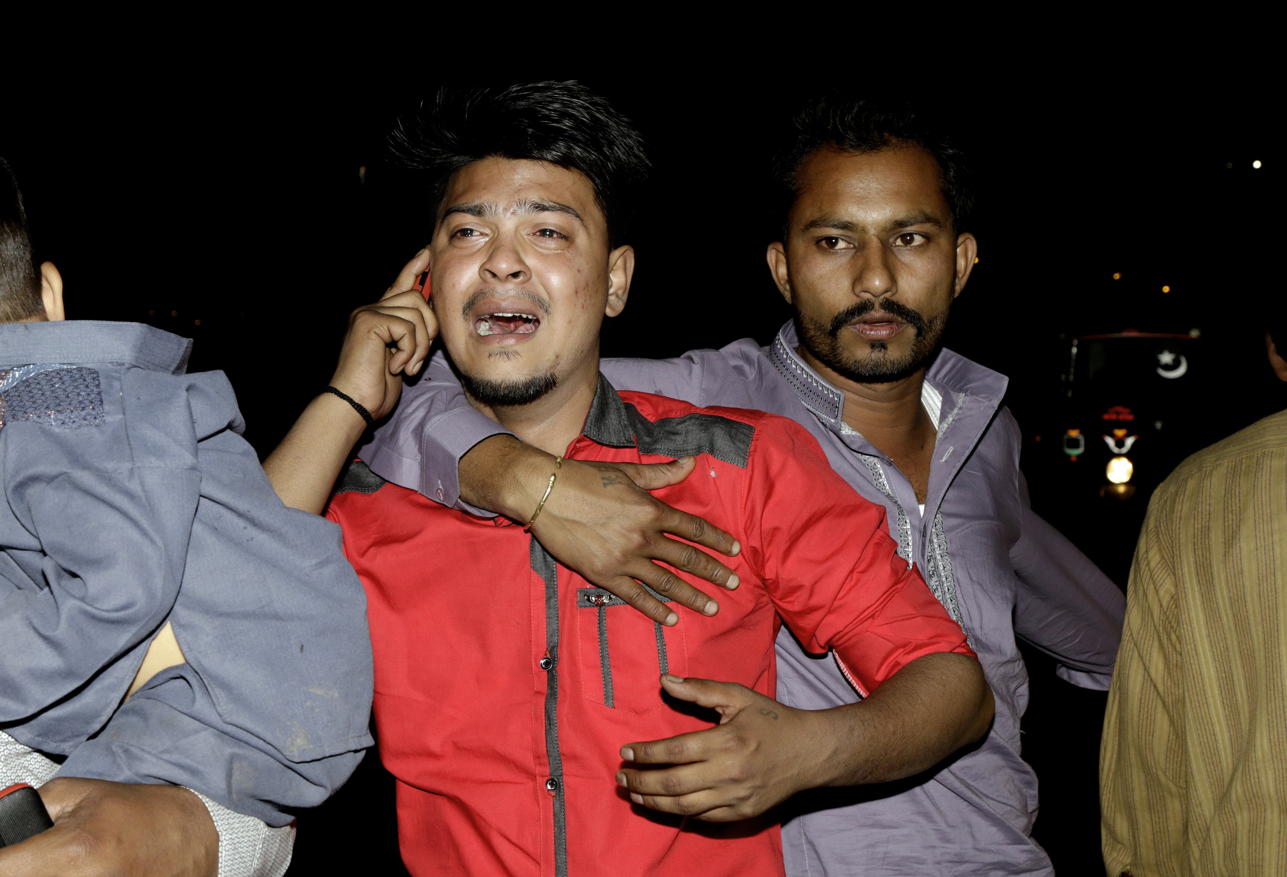 Cine este atacatorul kamikaze care a provocat 72 de morti si 300 de raniti, in Pakistan. Momentele surprinse dupa explozie