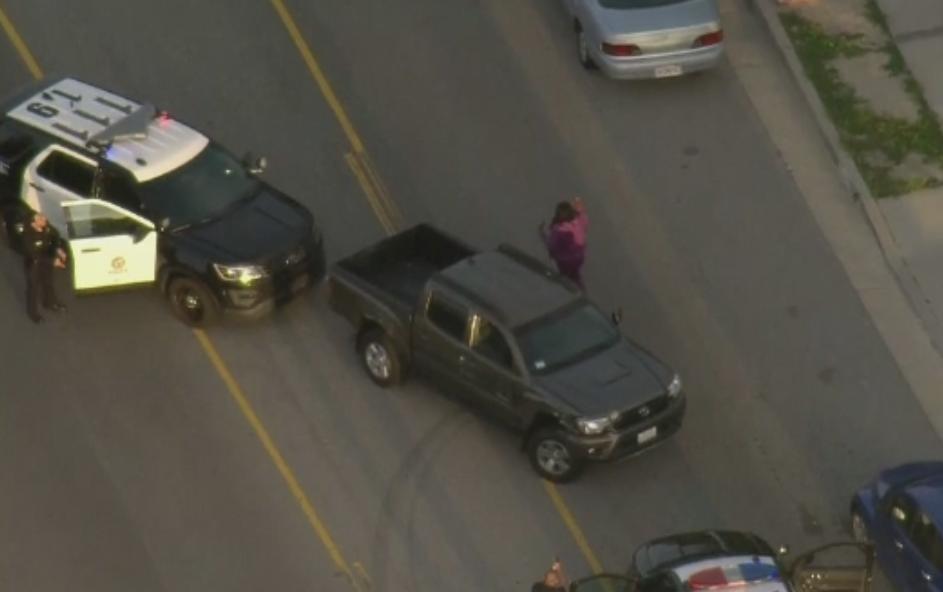 Urmarire ca in filme pe o autostrada din SUA. Doua masini de politie si un elicopter, pe urmele unei soferite