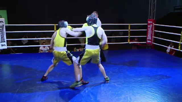 Gala caritabila de box la Iasi. Zece familii cu copii ce sufera de sindromul Down au primit ajutor