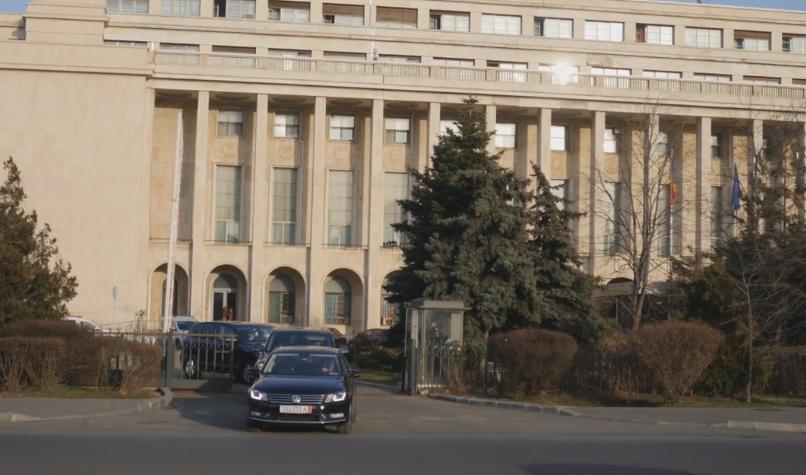 Ministrul Justitiei, filmat in timp ce incalca regulile de circulatie cand pleca de la Guvern.