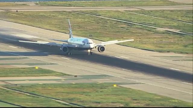 Haos pe aeroport. Un controlor de trafic aerian a adormit la post in timp ce avioanele incercau sa aterizeze