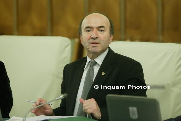 Ministrul Justitiei, Tudorel Toader a anuntat ca va pregati un nou proiect de modificare a legii penale in maximum 45 de zile