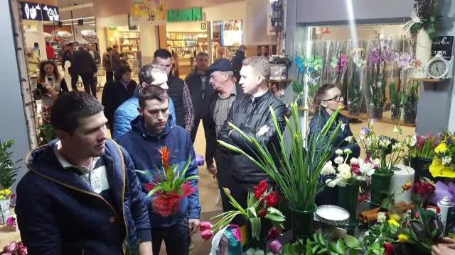 Incasari uriase pentru florarii de 8 martie. Romanii au cumparat milioane de flori, aduse din Olanda sau chiar Columbia