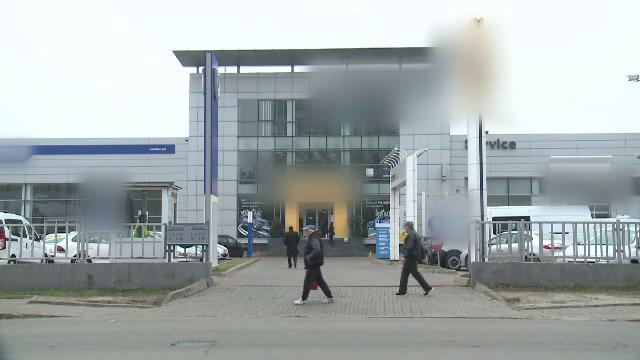 O tanara angajata la un dealer auto a pagubit sapte clienti cu 30.000 de euro. Metoda prin care ii pacalea