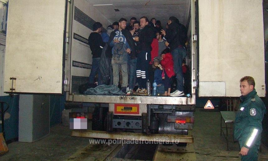 Sofer roman, arestat in Spania. Ducea in camionul frigorific 8 irakieni, dintre care 4 copii