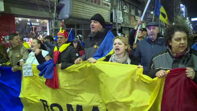 Romanii au protestat atat in Piata Victoriei, cat si in Piata Constitutiei sau la Paris.