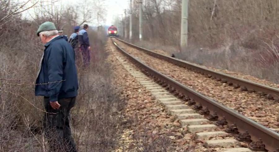 Un batran din Gorj a fost lovit de tren in timp ce traversa calea ferata cu caprele. De ce a nu a auzit locomotiva