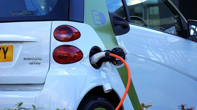 """Statul va oferi un voucher de 10.000 de euro pentru masinile electrice. Cand va demara programul """"Rabla"""" 2017"""