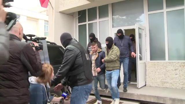 Doi angajati ai Centrului de Transfuzii Craiova ridicati dupa ce au fost prinsi ca vindeau pungi de sange cu 200 de lei/buc