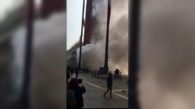 Panica la Venetia, unde turistii au crezut ca are loc un atac terorist. Fumul gros fusese provocat, de fapt, de spargatori