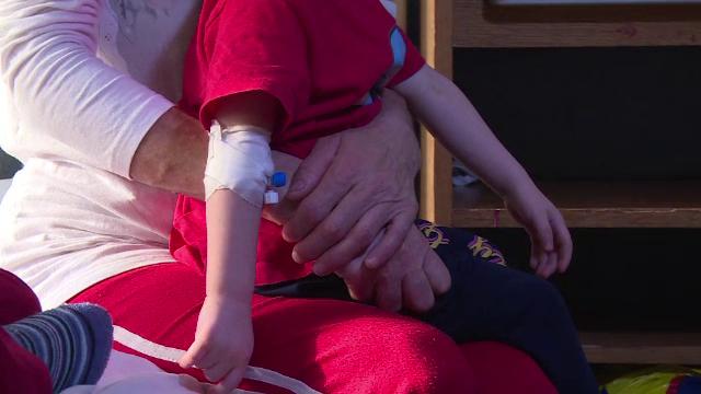Un baietel de doi ani din Prahova a ajuns de urgenta in Capitala dupa ce a inghitit otrava pentru sobolani. Care e starea lui