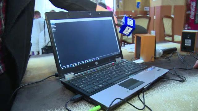 Calculatoare cu softuri speciale pentru 50 de nevazatori din Bistrita-Nasaud. Cum vor fi ghidati in lumea virtuala