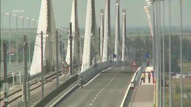 Podul Calafat-Vidin, inchis partial. Asfaltul s-a degradat la cinci luni de la inaugurare