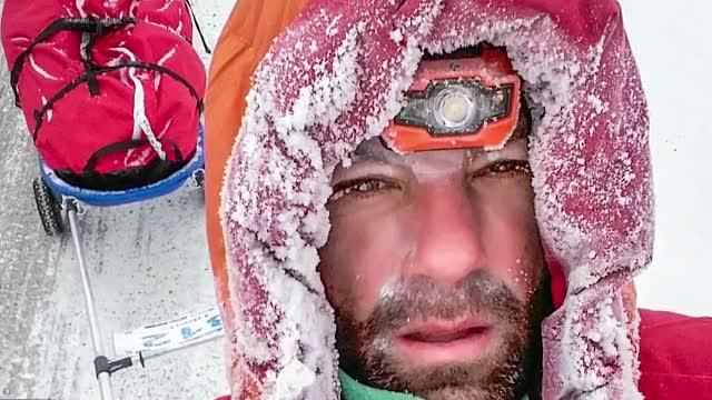 Tibi Useriu, cel care a castigat pentru a doua oara cursa de la Cercul Polar de Nord, premiat de autoritatile din Bistrita