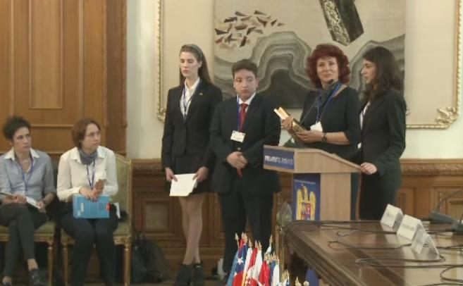 Elevii Complexului Educational Lauder-Reut i-au impresionat pe ambasadori la Conferinta Internationala de la Parlament
