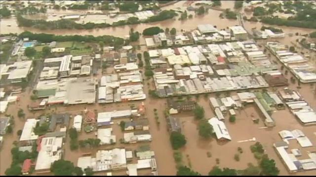 Ciclonul Debbie a provocat aparitia rechinilor pe strazile Australiei. Nivelul apei ar putea atinge 3 metri