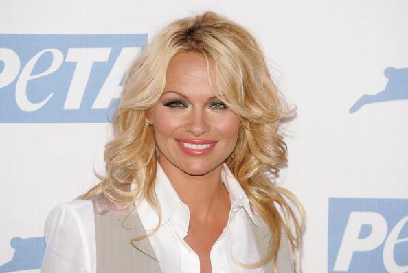 Pamela Anderson sare în apărarea bărbaţilor, în contextul scandalului #metoo