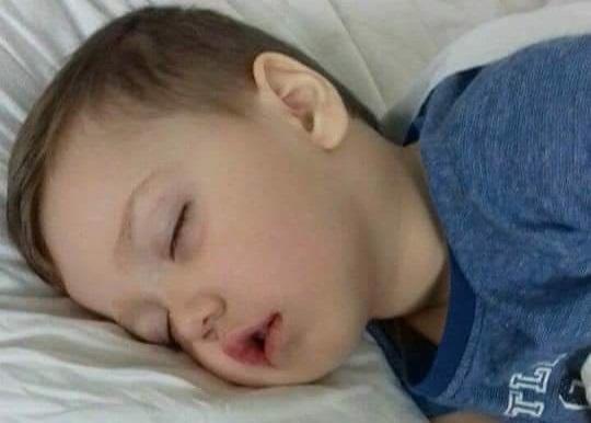 La 3 ani suferă de leucemie, iar tratamentul său nu se mai găsește în România. Orice ajutor contează pentru viața lui David
