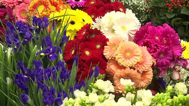"""Florarii, pregătiți pentru 8 Martie, după o săptămână cu vânzări slabe. """"Au fost închise școlile"""""""