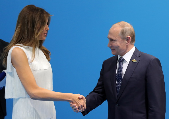 """Putin i s-ar fi lăudat lui Trump că ruşii au """"unele dintre cele mai frumoase prostituate din lume"""""""