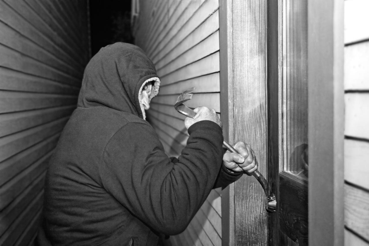 Români arestați în Irlanda pentru spargeri date în timpul furtunii Emma