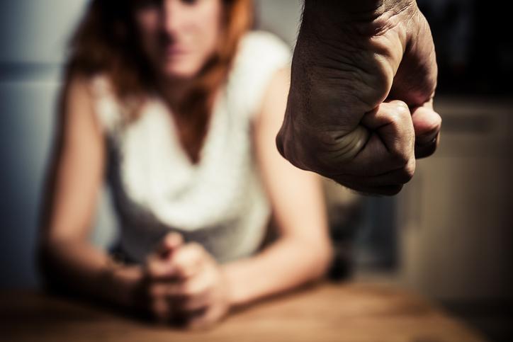 Coşmarul unei românce din Italia, bătută şi violată zi de zi.