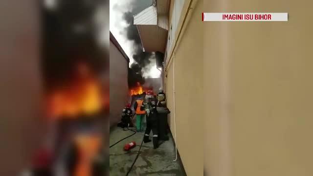 Rezervor cu păcură, cuprins de flăcări violente în Oradea