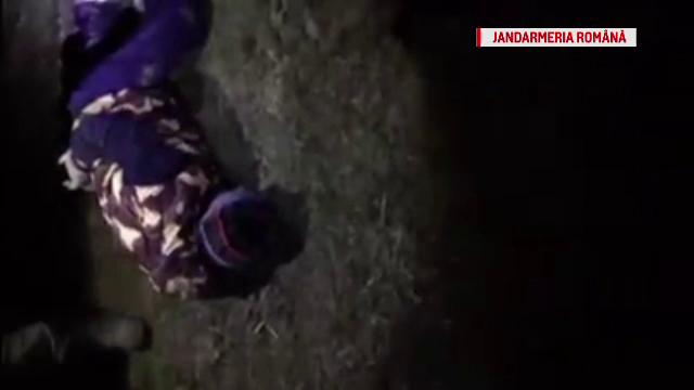 Doi braconieri, care participau la o vânătoare ilegală, prinşi de jandarmi. Ce aveau asupra lor