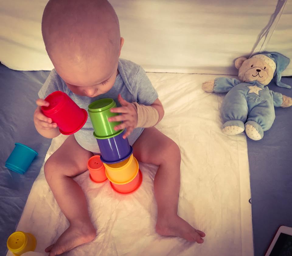 Rareș, un băiețel de un an și trei luni cu leucemie, are nevoie de ajutor