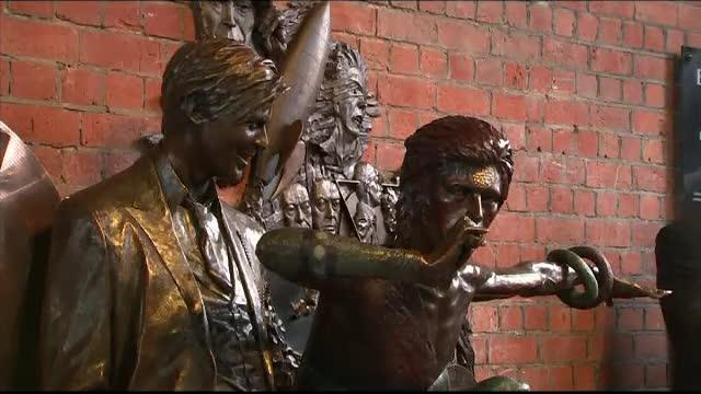 Prima statuie dedicată lui David Bowie, vandalizată în mai puțin de 2 zile de la inaugurare