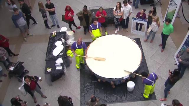 O plăcintă cu limetă a intrat în Cartea Recordurilor. Are 450 de kilograme
